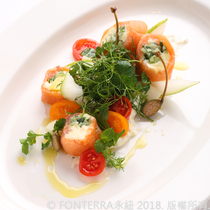 【William Di Nardo】煙燻鮭魚乳酪捲佐酸奶醬汁 Smoked salmon roll, cream cheese, kyuri, sour cream